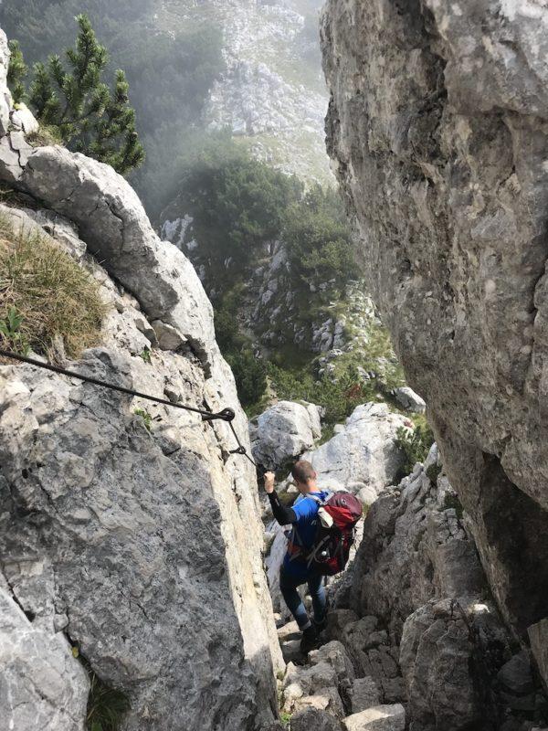 Gesicherter Steig zur Pyramidenspitze am Zahmen Kaiser