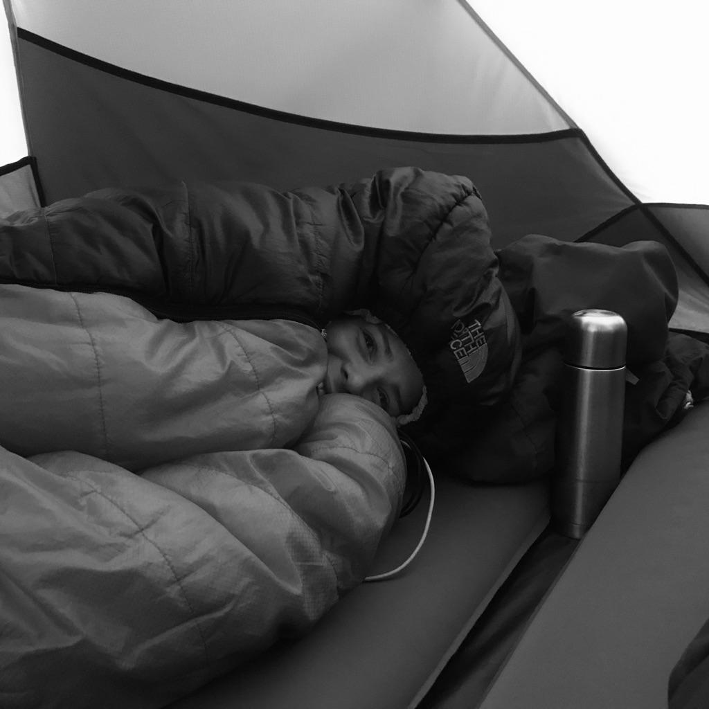 Wintercamping: Warmer Schlafsack ist ein Muss