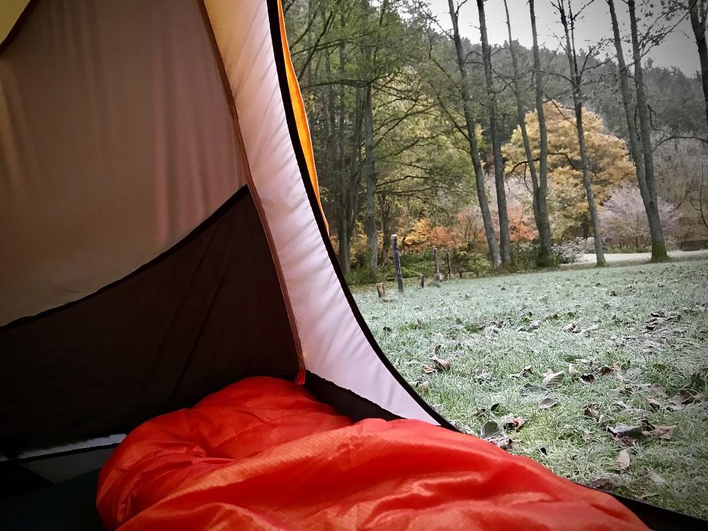 Ausblick vom Zelt in die Winterlandschaft