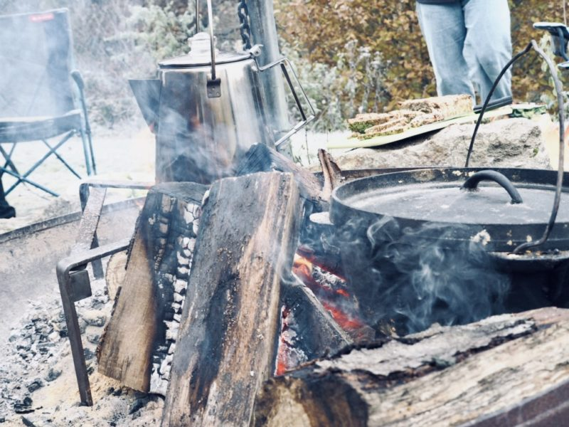 Camping Equipment: Dutch Oven, Kaffeekanne