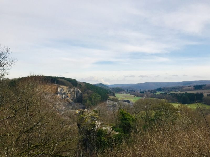 Aussicht auf Olloy-sur-Viroin, Belgien