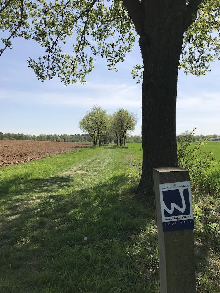 Die Wegmarkierung der Wasser.Wander.Welt im Naturpark Maas-Schwalm-Nette.