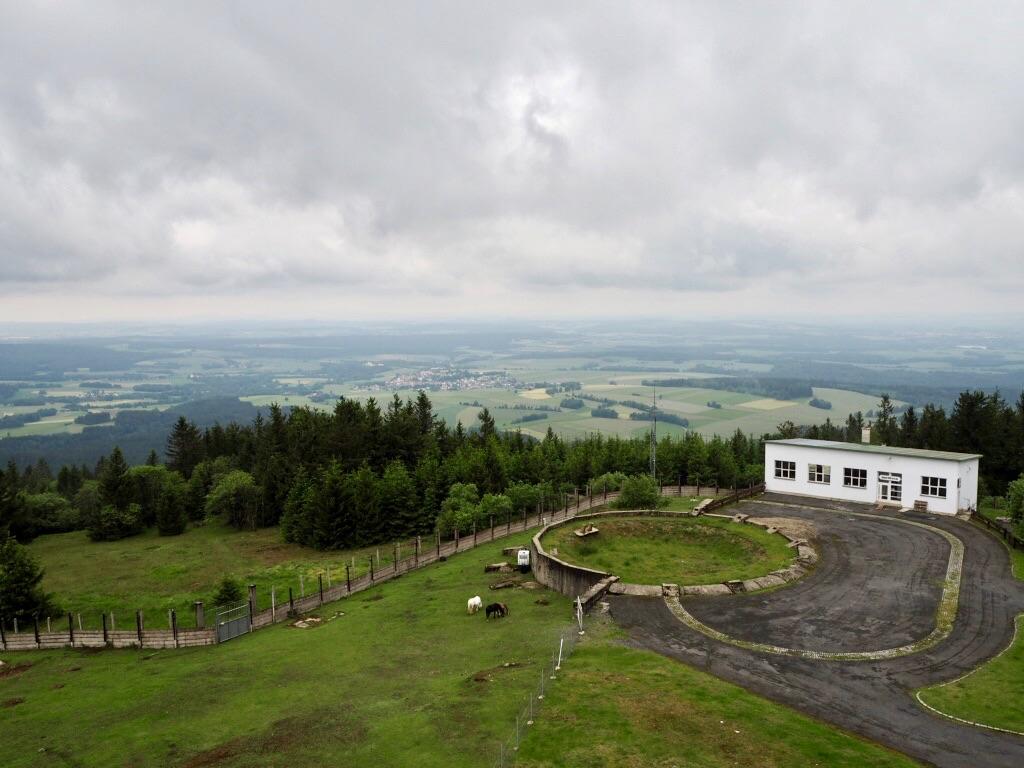 Ausblick auf das Gelände des Tillenbergs (Dylen)