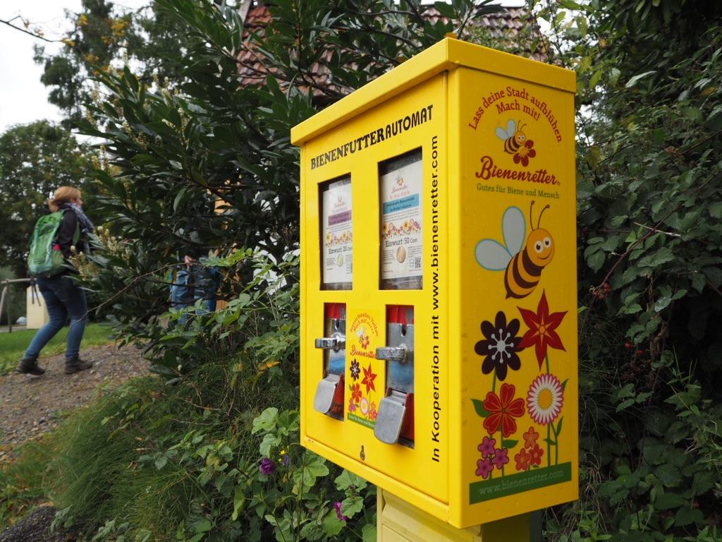 Bienenfutterautomat in Bavenhausen am Dorfplatz