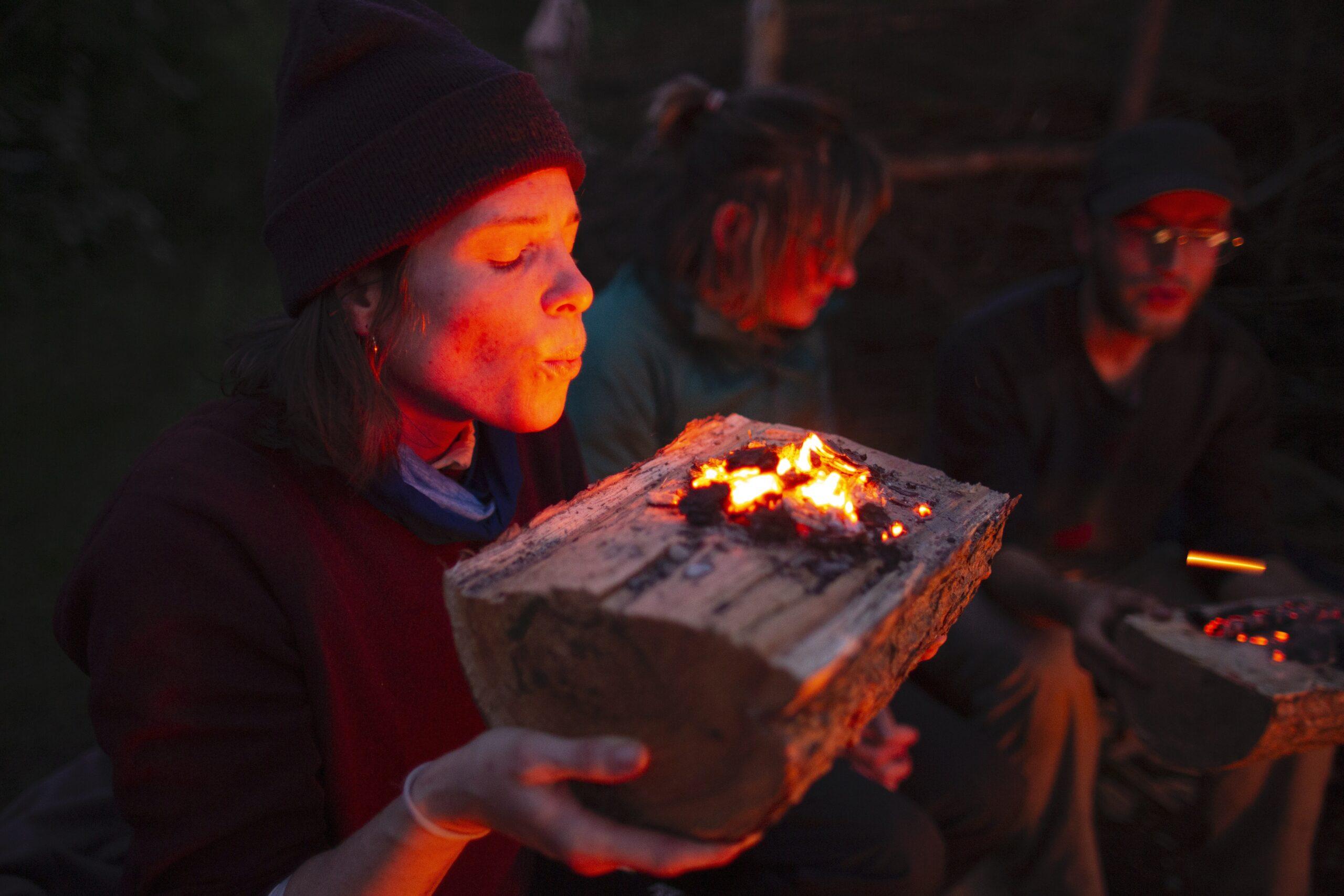 Wildnispädagogik-Ausbildung: Feuerschale brennen